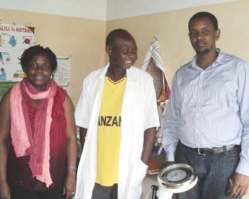 Dr. Dyness Kasungami, left, with Michael Mponda, clinical officer, and Baraka Kaaya of PSI at the Namgogoli dispensary, Mtwara R