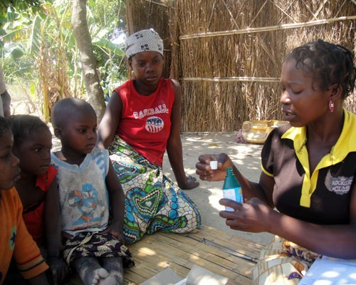 Community health worker Rosalina Casimiro meets with children in Nampula province, Mozambique, to demonstrate how to purify wate