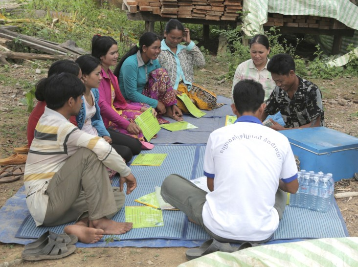 Kverk Sarak and other indigenous people in O'Rona village discuss community land use planning and how to sustainability use and
