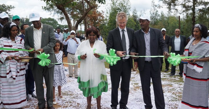 USAID and government officials and Bako Farm Service Center owner Alemitu Hordofa cut a ribbon to officially open the center.