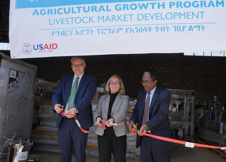 Minister of Livestock and Fisheries Professor Fekadu Beyene, USAID Mission Director Leslie Reed, and CNFA's Marc Steen cut the ribbon in the handover ceremony.