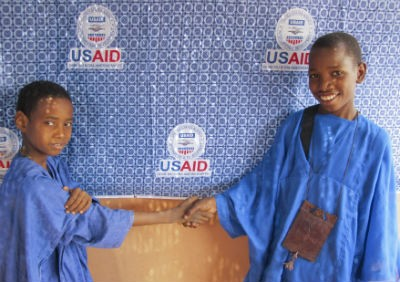Mali-USAID 50th anniversary- Boys from the north shaking hands
