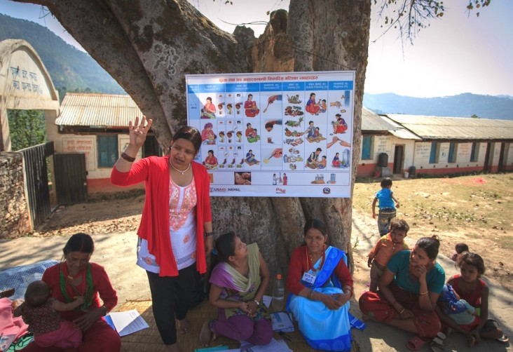 """A Suaahara trainer teaches """"1,000 days"""" mothers about the importance of healthy nutritional behavior."""