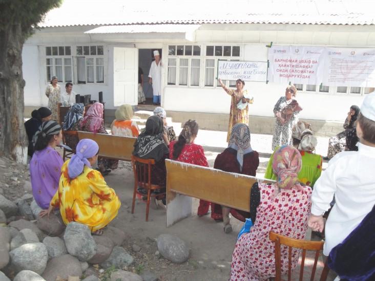 Community health educators conduct a breastfeeding class for women in Hissor.