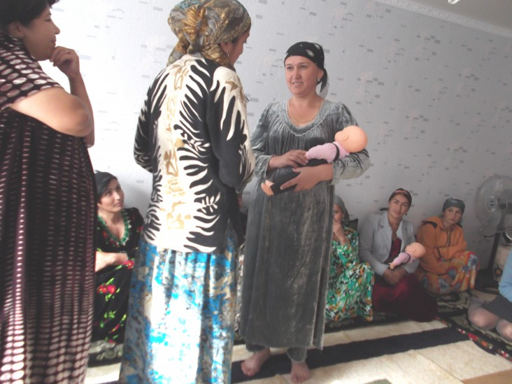 Mothers role play during breastfeeding training in Hissor.