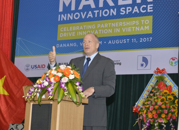 USAID/Vietnam Deputy Mission Director Craig Hart speaks at the event.