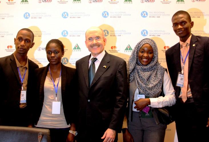 Ambassador Zumwalt and students