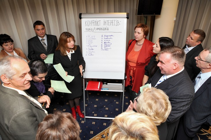 Judges and attorneys discussed aspects of the draft Code of Judicial Ethics during workshops.