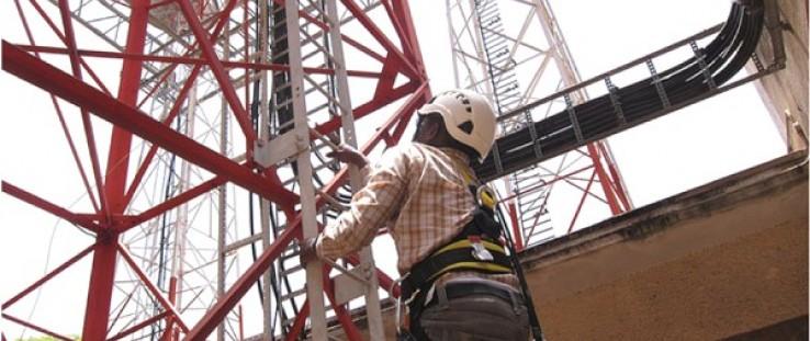 Samuel Maingi climbs Orange DadaabNet training tower.