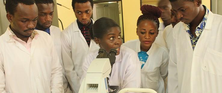 A Garden City University College instructor teaches microscopy.