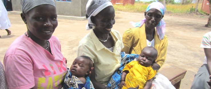 Left to right: Esther Maliga with daughter Jaminewa; Florence Lextion with daughter Alice Terewa; and Wilma Avowa, volunteer hom