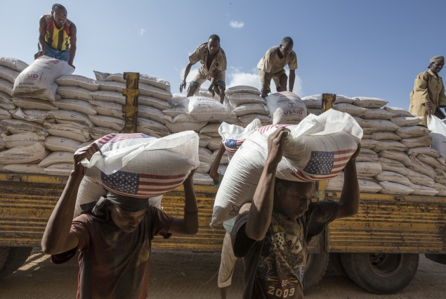 WFP collects and distributes food items for the Somali Region in Ethiopia in warehouses in Jijiga. Workers offload sorghum bags (50 KG each) from a truck into the warehouse. USAID donated the food.