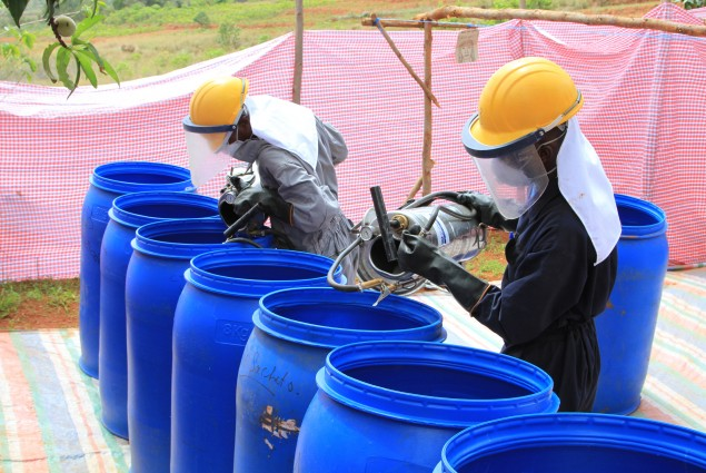 cleaning of spraying equipment