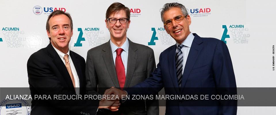De izquierda a derecha: Peter Natiello, USAID/Colombia; Virgilio Barco, Acumen; y Samuel Azout, Fundación Fútbol con Corazón