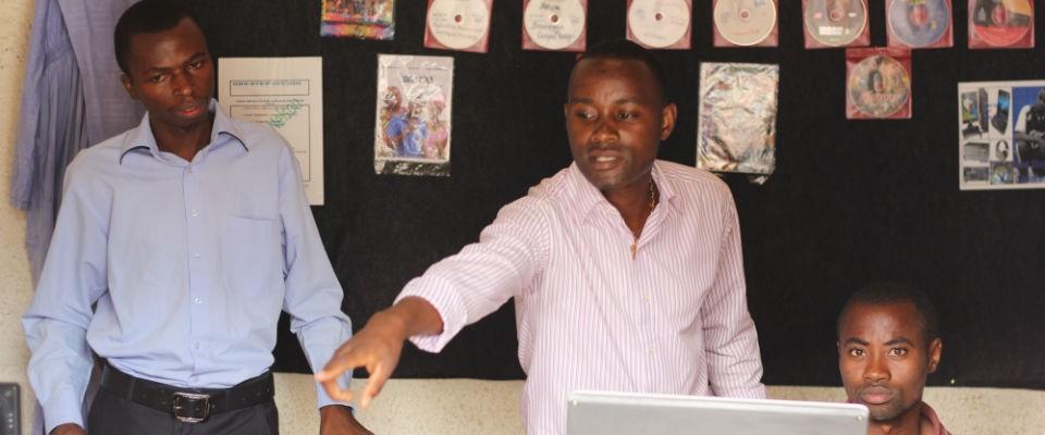 Akazi Kanoze_cyber cafe graduate