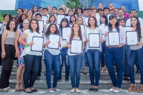 """120 youth supported by the USAID Global Development Alliance """"Jóvenes con Rumbo"""" program."""